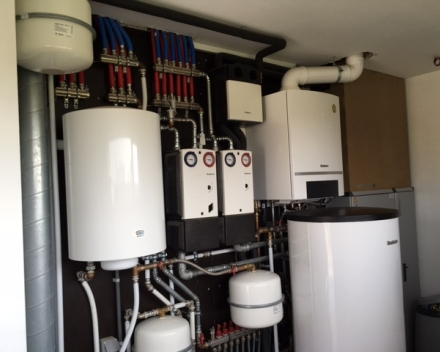 Ververken Pedro - Plaatsen van verwarmingsinstallatie (condensatieketel) + zonneboiler + vloerverwarming Ieper